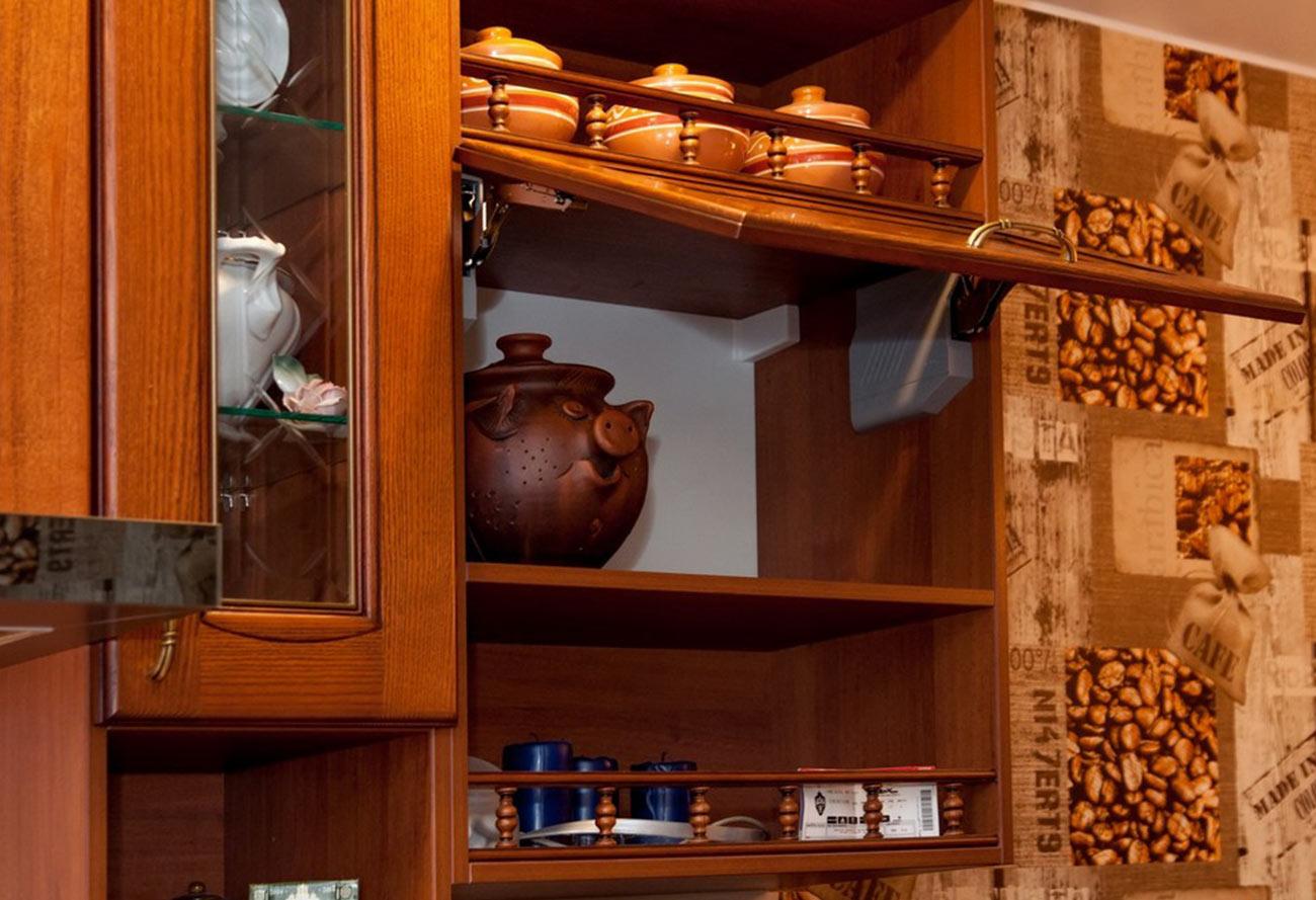Классика во всём – это девиз кухонного гарнитура «Аризона». Уделено внимание вплоть до самых мелочей, начиная от цветового решеная, до фурнитуры. Ценители по достоинству оценят данный гарнитур. Цена на изделие указана без скидок. Цена может меняться в зависимости от размера, материала и комплектации.